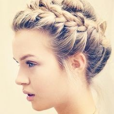 Idée coiffure  Chignon pour mariage soirée ou cérémonie sur cheveux longs.  Hairstyle idea